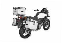 en una motocicleta de anchura inferior a 1 metro, la carga no debe sobresalir...